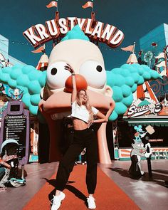Orlando honeymoons are fun-soaked adventures through the amusement park capital of the world. Cute Disney Pictures, Cadeau Surprise, Lake Pictures, Tumblr Photography, Universal Pictures, Universal Studios, Universal Orlando, Disney Trips, Vsco