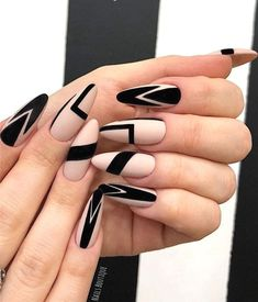 Black Nails Designs Inspirations 2019 The black nail designs are stylish. It is loved by beautiful women. Black nails are an elegant and chic choice. Color nails are suitable for almost every piece of clothing and matching occasions. Almond Nails Designs, Black Nail Designs, Best Nail Art Designs, Black Nail Art, Black Nails, Matte Black, Oval Nail Art, Blue Nail, Black Art