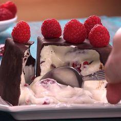 Cubo sorpresa: una receta para un postre extraordinario Delicious Desserts, Dessert Recipes, Cake Recipes, Good Food, Yummy Food, Chocolate Desserts, Postre Chocolate, Chocolate Pudding, Chocolate Cube