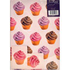 """Este conjunto adorável de papel de embrulho """"Gingham & Cupcakes""""  vem com 2 folhas e 2 etiquetas."""
