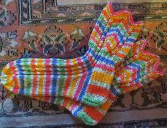 Blogissa tarjoillaan elämää maaseudun pappilassa: puutarhanhoitoa, ruoanlaittoa,  mökkeilyä, käsitöitä ja tietysti seurakuntatoimintaa Diy And Crafts, Knitting, Crochet, Tutorials, Shoes, Ideas, Fashion, Socks, Knitting Socks