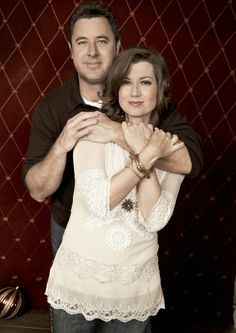 Vince Gill and Amy Grant Country Music Stars, Country Singers, Country Artists, Famous Couples, Famous Men, Celebrity Couples, Celebrity Weddings, Christian Music Artists, Amy Grant