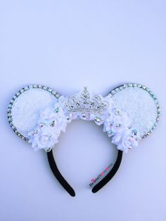 Looking for the perfect disney ears? You can stop your search and come to Etsy, the marketplace where sellers around the world express their creativity through handmade and vintage goods! With Etsy, Mini Mouse Ears, Disney Minnie Mouse Ears, Diy Disney Ears, Disney Diy, Disney Crafts, Disney Ears Headband, Disney Headbands, Ear Headbands, Micky Ears