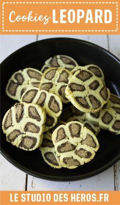 Ces petits cookies sablés léopard seront une chouette activités à faire  avec les enfants mais aussi supers  bon à déguster (avec leur parfum chocolat et noix de coco) : le duo  parfait pour occuper les enfants et se régaler ! #recetteenfant  #recettepourenfant #recettecookies #cookieschocolat #cookiesenfant  #cookiesleopard #sablesleopard #cookiessables Diy Pour Enfants, Le Boudin, Parfait, Studio, Breakfast, Desserts, Food, Montessori Activities, Birthdays