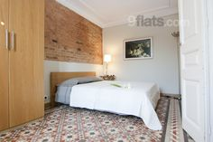 Modern flat close to Paseo St. Joan and Born area. Elevator, Hifi, TV, Internet and consierge. Sleeps 4 people for €120/night