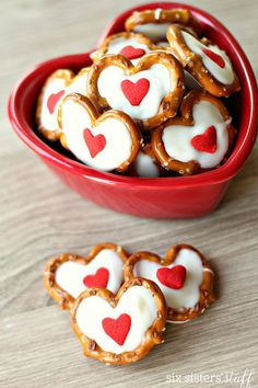 Hypoallergenic Pet Dog Food Items Diet Program White Chocolate Pretzel Hearts Six Sisters' Stuff These 3 Ingredient Treats Are Adorable For An Afterschool Snack Or Valentine's Day Party. Valentine Desserts, Valentines Day Treats, Holiday Treats, Valentine Decorations, Valentines Baking, White Chocolate Pretzels, Chocolate Bark, Chocolate Strawberries, Chocolate Hearts