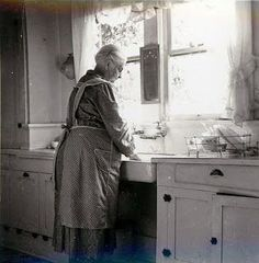 Love this old kitchen picture