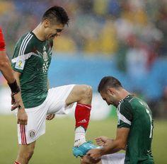 Fim de jogo #MEX 1 x #CMR 0: Peralta foi o jogador que marcou http://oesta.do/1l8NKd7  #EstadãonaCopa pic.twitter.com/qIObiIaR4J