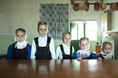 http://wired.jp/2012/09/19/technology-free-mennonite-community-purposely-lives-off-the-grid/3/  19世紀の生活を続けるメノナイト