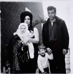 Diane Arbus - A Young Family in Brooklyn Going for a Sunday Outing,   1966. S)