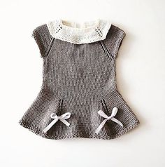 Røverjentakjolen pattern by Jane Josten Baby Sweater Knitting Pattern, Baby Knitting Patterns, Knitting Designs, Baby Patterns, Knit Baby Dress, Baby Vest, Baby Kind, Knitting For Kids, Baby Sweaters