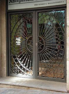 Iron Doors with circle-pattern security bars Front Gate Design, Main Gate Design, Door Gate Design, House Gate Design, Window Security Bars, Security Doors, Window Bars, Window Grill Design, Wrought Iron Doors