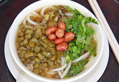 Rice noodles, which can be either round or flat, are the most popular snack or local fast food in Guilin; Most of the people in Guilin eat it every morning as their breakfast. Local Fast Food, Guilin, Rice Noodles, Chinese Food, Ramen, Asian, Snacks, Eat, Breakfast