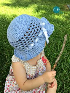 Crochet Toddler Sun Hat Photo Tutorial - ChristaCoDesign - - Crochet your toddler a sun hat in lightweight and washable cotton yarn! Free crochet hat pattern with photo tutorial . Crochet Toddler Hat, Toddler Sun Hat, Crochet Summer Hats, Crochet Baby Bonnet, Crochet Baby Hat Patterns, Baby Sun Hat, Baby Patterns, Crochet Hats, Baby Boy