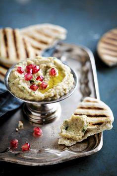 Munakoisotahna baba ganoush on mezepöydän keskipiste. Tarjoa sen kanssa leipää, tabbouleh-salaattia ja viininlehtikääryleitä.