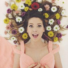 Shared by sofi savvidou. Find images and videos about zoella, zoe sugg and alfie deyes on We Heart It - the app to get lost in what you love. Zoella Beauty, Zoella Makeup, Zoella Hair, Girl Online, Dan And Phil, Favorite Person, Cool Hairstyles, Like4like, Celebs