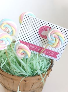 Thank you to Liz at Say Yes for this brilliantly easy marshmallow pop DIY for easter.