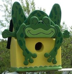 free images of frogs to make from wood Funny birdhouse Frog Scroll Saw Woodworking Crafts Photo Gallery Wooden Bird Feeders, Bird House Feeder, Learn Woodworking, Woodworking Crafts, Teds Woodworking, Youtube Woodworking, Woodworking Store, Woodworking Joints, Woodworking Machinery