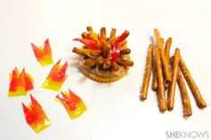 Tent and campfire treats-fruit roll ups, pretzels & Pnut butter on a Ritz Food To Take Camping, Camping Meals, Kids Meals, Camping Theme, Camping Recipes, Camping Crafts, Campfire Snacks, Campfire Cake, Cool Gingerbread Houses