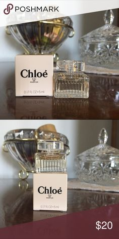 Chloe Eau de Parfum This is the MINI bottle of Chloe Eau de Parfum, .17 fl. oz., in box. Chloe's signature scent is feminine with notes of pink peony, freesia, magnolia, lily of the valley and rose. Chloe Other