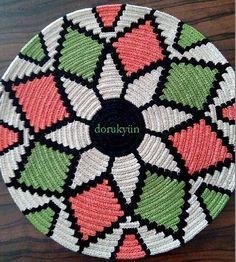 A new base with Alize Aura is a new excitement. The fastest of our Wayuu workshops is Dear Sadiye Hanımdan. Crochet Mandela, Mochila Crochet, Tapestry Crochet Patterns, Pine Needle Baskets, Beaded Jewelry Patterns, Crochet Handbags, Beautiful Crochet, Diy Crochet, Basket Weaving