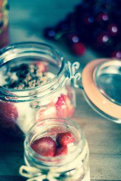 Muesli, yogurt magro, fragole... messi in frigo diventano un ottimo semifreddo ipocalorico.