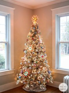 Rockin' Around the Vintage Christmas Tree from @Michael Dussert Dussert Dussert Wurm, Jr. {inspiredbycharm.com}