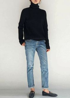 Black turtleneck, boyfriend jeans. Black (loafers) mules