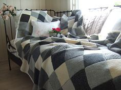 Mias Landliv: The grey blanket. I so want to make a blanket like this! I absolutely love the mix-match of crocheted and knitted squares!