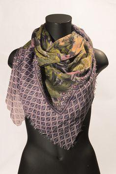 Foulard quadrato viola con fiori. #portobelloathome  http://portobelloathome.com/?product=foulard-fiori