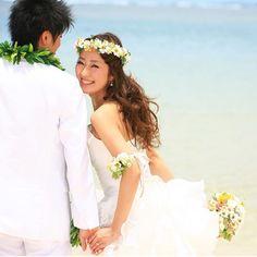 お客様お写真☆ ハワイでの後撮りです^_^ お花小物は結婚式のお色直し用にオーダーいただいたものです☆ ビーチでも素敵にお使いいただけました♡…