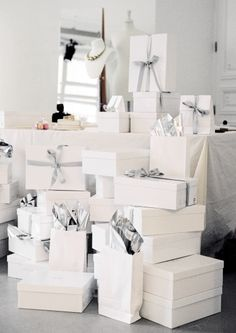Keep your packages simple and sophisticated by using white paper and silver ribbon. #giftwrap