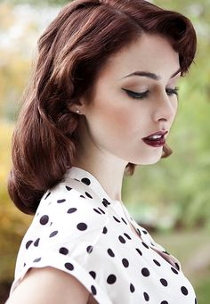 Lovely dark vintage makeup:: Pin up Hair and Makeup:: '40s makeup:: Vintage Style:: Pin Up Makeup
