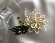 Hair Comb White Kanzashi Flowers with Pearls by LihiniCreations