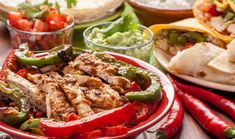 These quick and easy-to-make fajitas are the ultimate solution to your busy week. Whip up this flavorful Mexican dish to be served with warm tortillas. Healthy Chicken Fajitas, A Food, Food And Drink, Healthy Snacks For Diabetics, Healthy Food, Eating Plans, Nutritious Meals, Fruits And Veggies, Food Preparation
