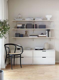 Tips på dold förvaring med Ikeas serie Nordli (Add simplicity) Ikea Inspiration, Interior Inspiration, Nordli Ikea, Ikea Algot, Hacks Ikea, Monochrome Bedroom, Study Room Design, Ideas Hogar, 3d Studio
