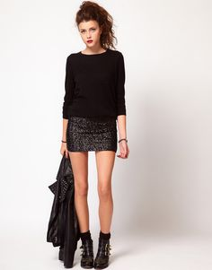 Buy Vero Moda Sequin Mini Skirt at ASOS. Get the latest trends with ASOS now. Paillette Rock Outfit, Sequin Skirt Outfit, Black Sequin Skirt, Sequin Mini Skirts, Black Sequins, Skirt Outfits, Cute Outfits, Look Fashion, Fashion Outfits