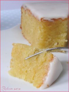 Almond or melted cake with almonds- L'amandier ou gâteau fondant aux amandes The almond or melting cake with almonds … - Thermomix Desserts, No Cook Desserts, Sweet Recipes, Cake Recipes, Dessert Recipes, Food Cakes, Cupcake Cakes, Cake Fondant, Almond Cakes