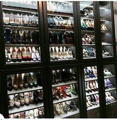 37 Luxury Walk In Closet Design Ideas and Pictures Shoe Room, Master Closet, Closet Bedroom, Closet Space, Walk In Wardrobe, Walk In Closet, Casa Loft, Beautiful Closets, Luxury Closet