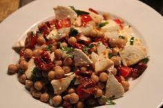 Kichererbsensalat mit getrockneten Tomaten und Feta, ein tolles Rezept aus der Kategorie Snacks und kleine Gerichte. Bewertungen: 230. Durchschnitt: Ø 4,5.
