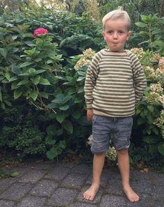 Strik selv børnesweater med striber i superwash uld. Opskrifter egnede for begynderstrikkere.