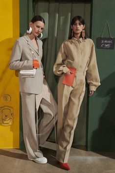 Exclusive Backstage Photos from Jacquemus Fall/Winter 2019 Fashion Poses, Suit Fashion, Fashion Shoot, Look Fashion, Editorial Fashion, Fashion Outfits, Womens Fashion, Fashion Design, Fashion Trends