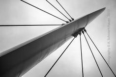 Pylon der CHIO Brücke