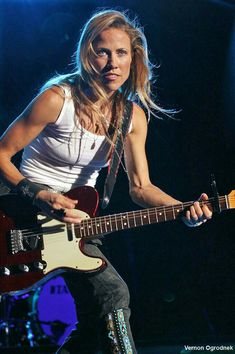 Listen to every Sheryl Crow track @ Iomoio Sheryl Crow, Female Guitarist, Female Singers, Songs About Jane, Crow Costume, Hip Hop, Women Of Rock, Guitar Girl, Folk