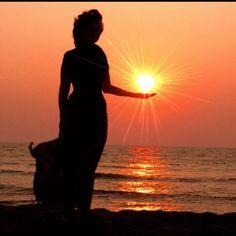 APAIXONE-SE!  Apaixone-se pela manhã, pelo nascer do sol, que ilumina sua vida ou com a chuva que te levanta com as gotas da vida. Apaixone-se pelas canções, que mesmo quando todos se calam, elas ainda sussurram o refrão em seus ouvidos. Apaixone-se pelo hoje, que te faz respirar, enxergar, sentir, viver....................  Rogério Stankewski