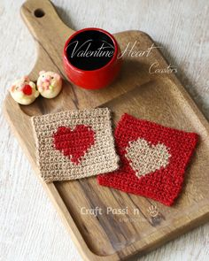 Crochet Projects Valentine Heart Coasters - Check out this list of 'love'-ly easy crochet projects you can do for the ones you love. These range from easy trinkets, wreaths and blankets. Quick Crochet, Crochet Home, Crochet Gifts, Free Crochet, Funny Crochet, Beginner Crochet, Crochet Coaster Pattern, Crochet Patterns, Afghan Crochet