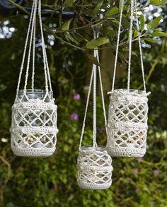 44 DIY Ideen mit Einmachgläsern, welche die Kreativität in einem wecken Frascos con crochet Crochet Diy, Bandeau Crochet, Crochet Home Decor, Love Crochet, Crochet Gifts, Crochet Style, Crochet Ideas, Magazine Crochet, Crochet Jar Covers