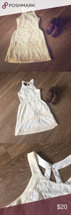 American Eagle dress American Eagle antique cream dress. Size 2. No stains or snags. American Eagle Outfitters Dresses Midi