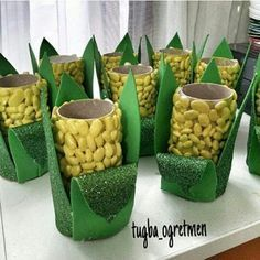 beans on TP rolls ans green paper leaves Autumn Crafts, Summer Crafts, Diy And Crafts, Crafts For Kids, Arts And Crafts, Toilet Roll Craft, Toilet Paper Roll Crafts, Paper Crafts, Vegetable Crafts