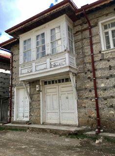 Benim kameramdan;Antalya'nın İbradı ilçesi Ormana Mahallesindeki Düğmeli Evleri ve Cumbalı evleri. Dünyanın Renkleri -Düğmeli evler, Ormana Gezisi.